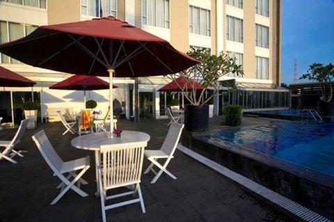 The-Arista-Hotel-Palembang-Pool