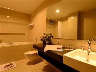 Emilia Hotel By Amazing - Palembang Palembang - Bathroom