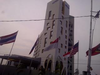 Inilah Hotel Aston Palembang, saya sangat menyukai bentuknya yang unik