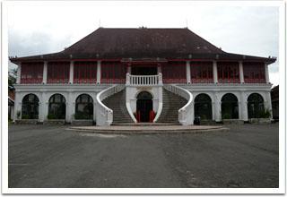 Palembang. Nama Sultan Mahmud Badaruddin II dijadikan nama museum ini