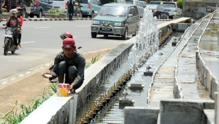 Ada Air Mancur di Simpang RS RK Charitas Palembang