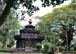 menjadi obyek wisata yang disakralkan bagi masyarakat Palembang