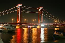 ampera adalah tempat wisata paling terkenal di palembang jembatan