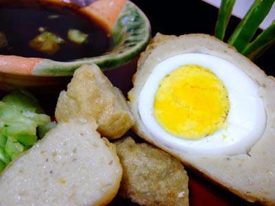pempek kapal selam, makanan khas palembang