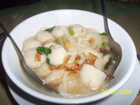tekwan adalah makanan khas palembang yang terbuat dari ikan dan