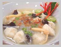 Tekwan makanan khas Palembang dengan tampilan mirip sup ikan