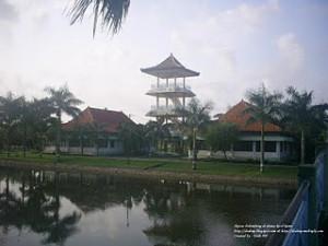 terletak di perbukitan sebelah barat Kota Palembang. Di tempat