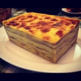 Kue maksuba merupakan kue khas palembang . Setiap hari raya atau hari