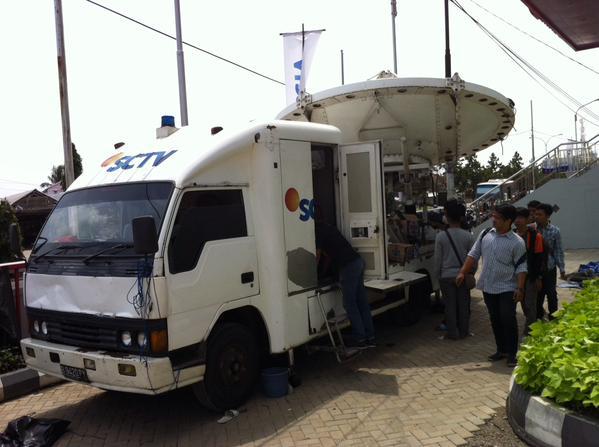 kampus-kita-udah-kedatangan-mobil-sng-satelite-news-gathering-crew-sctv-loh-bidarpalembang-aboutpalembang-httpt-coekap4zplt9