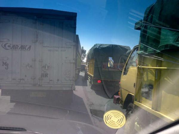 lalinplg-11-16-antrian-kendaraan-dari-arah-palembang-ke-layo-sudah-di-pos-polisi-kayuara-fi-httpt-cocxjsqjvtrd-via-kota_indralaya