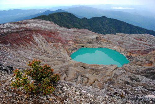 gunung-dempo-dan-kawah-yang-berubah-warna-2